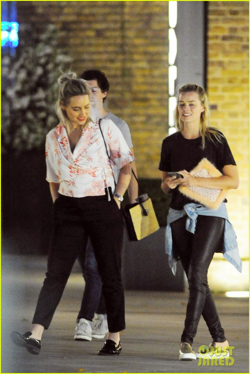 Full Sized Photo of margot robbie hangs with amber heard ... Amber Heard