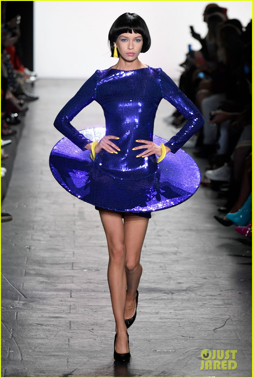 hailey baldwin walks jeremy scott prabal gurung 023757511