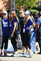 jennifer garner spends her whole weekend in her sneakers 04