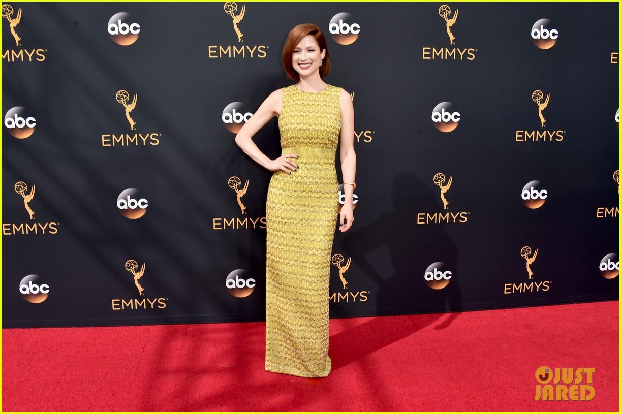 Full Sized Photo of ellie kemper emmys 2016 red carpet 05 ... Emmys 2016