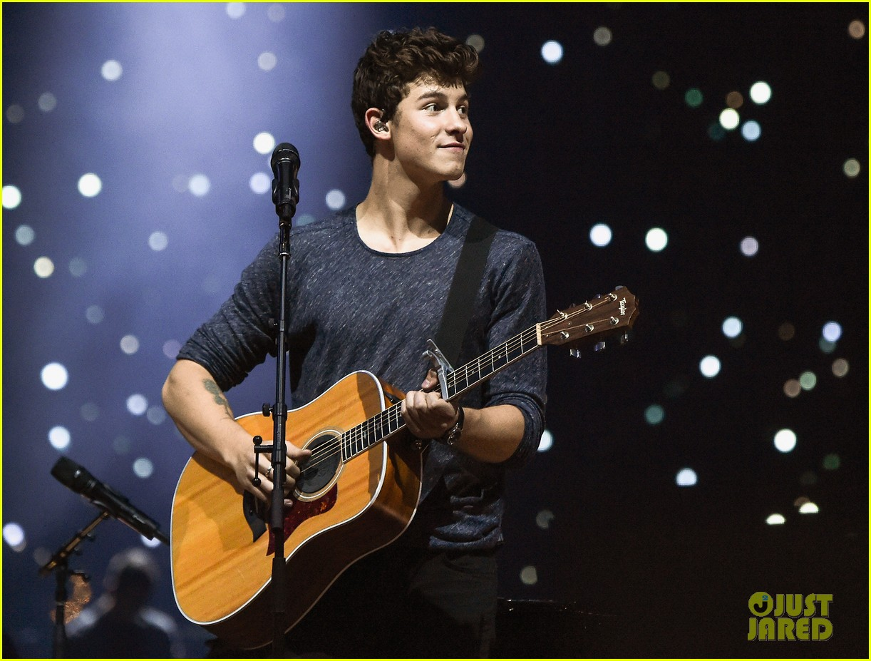 Shawn mendes performs 39 illuminate 39 tour preview at msg set list photo 3756187 shawn mendes for Shawn mendes live at madison square garden