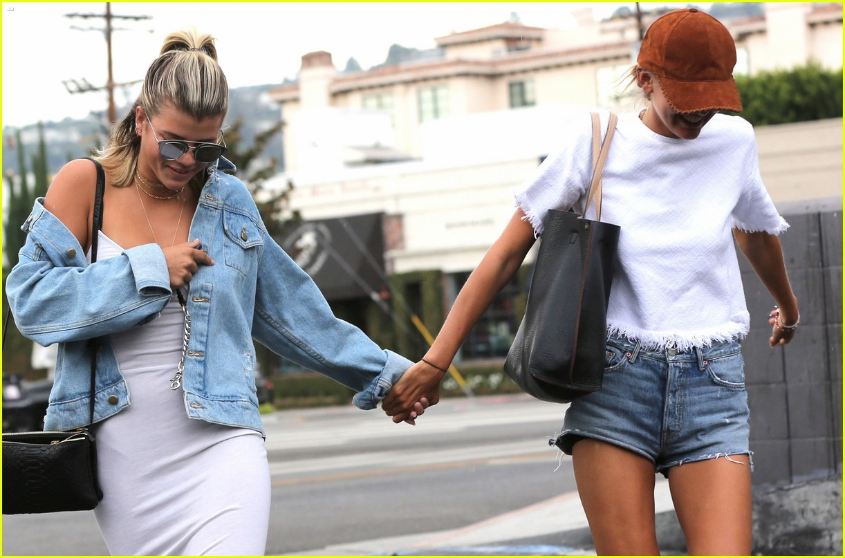 sofia richie steps out after reported justin bieber breakup 033765021