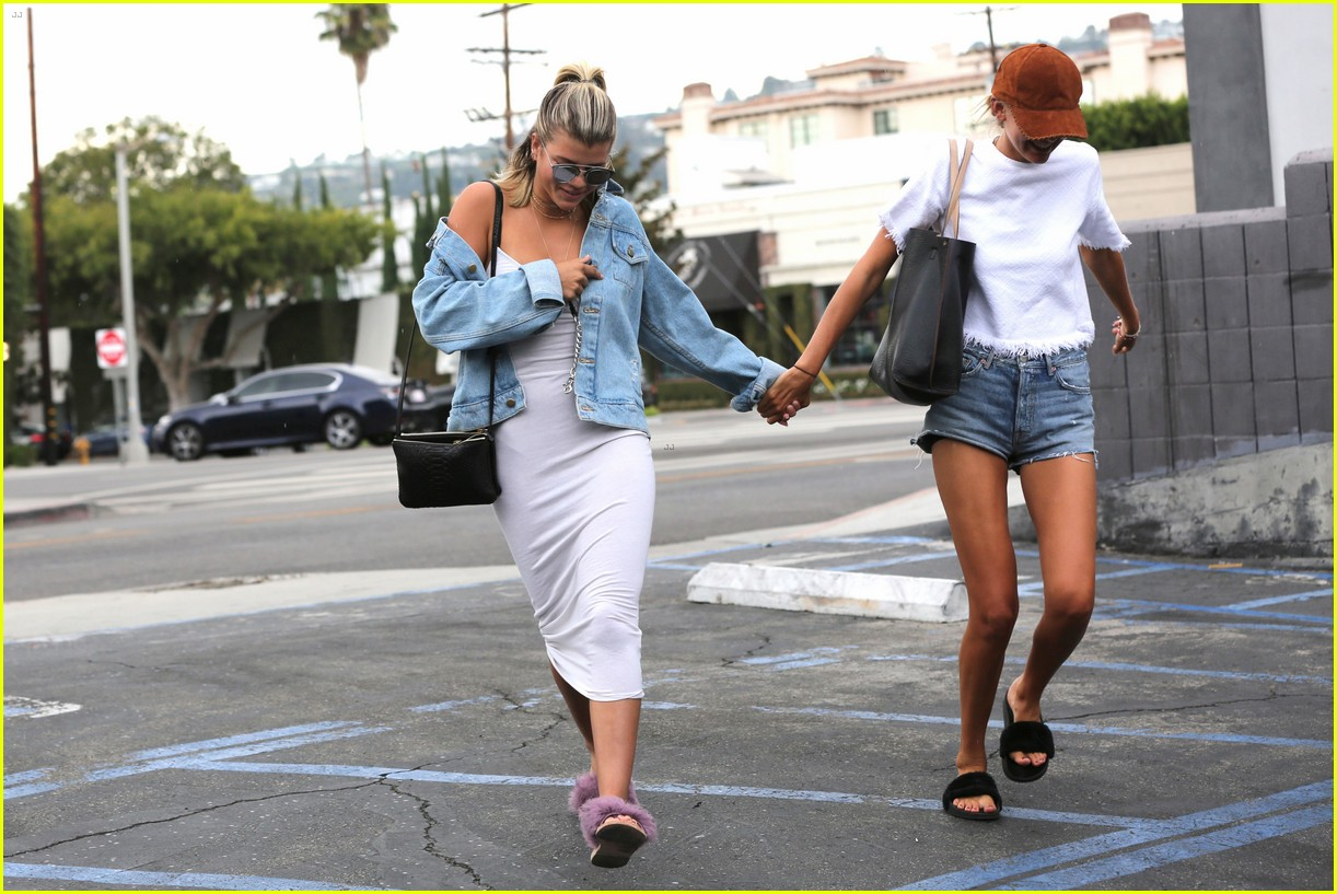 sofia richie steps out after reported justin bieber breakup 073765025