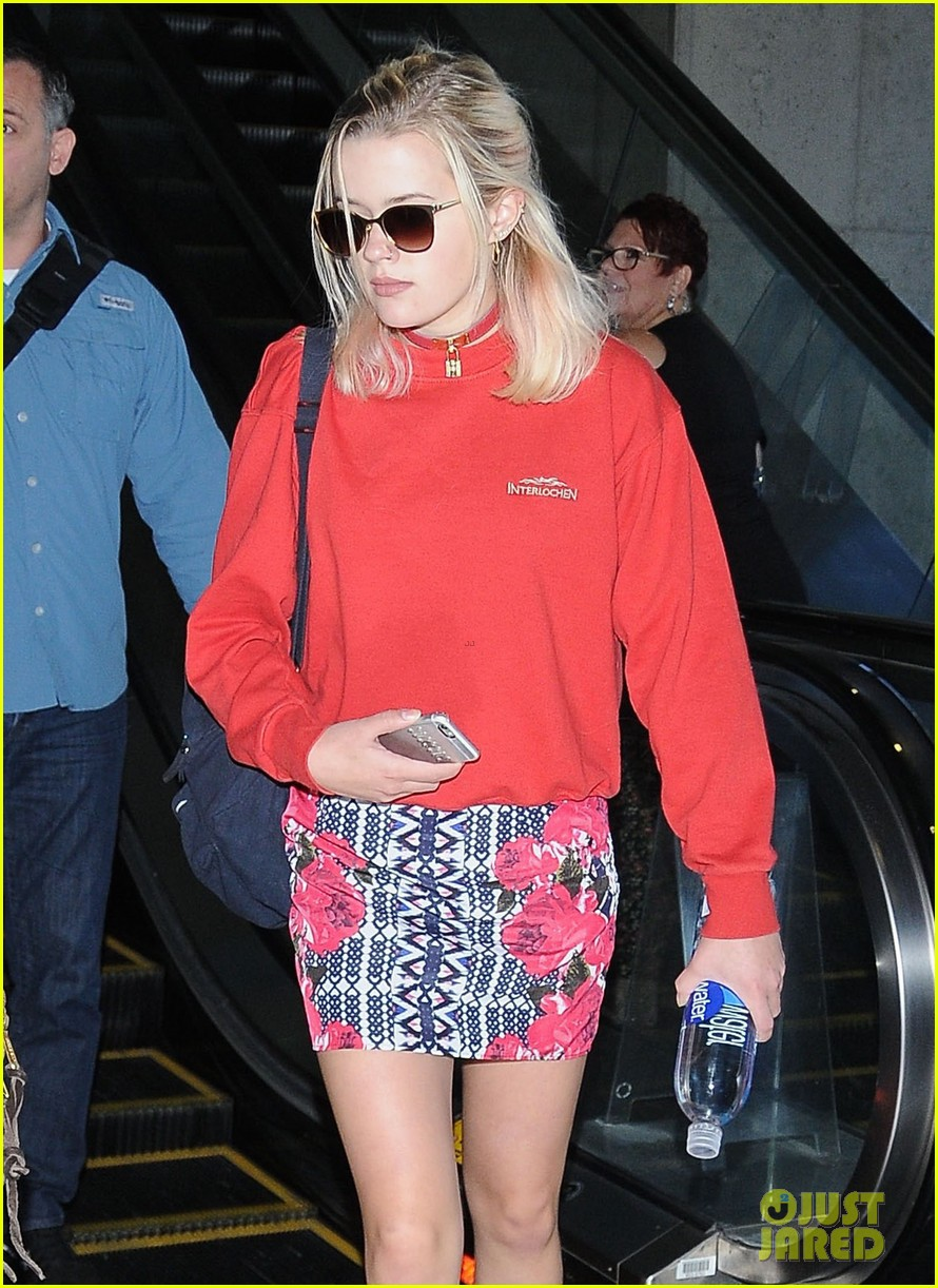 Full Sized Photo of re... Reese Witherspoon Daughter