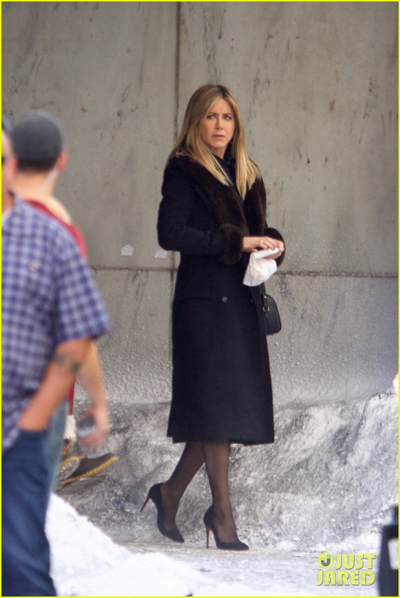 jennifer aniston films reshoots for office christmas party 053776612