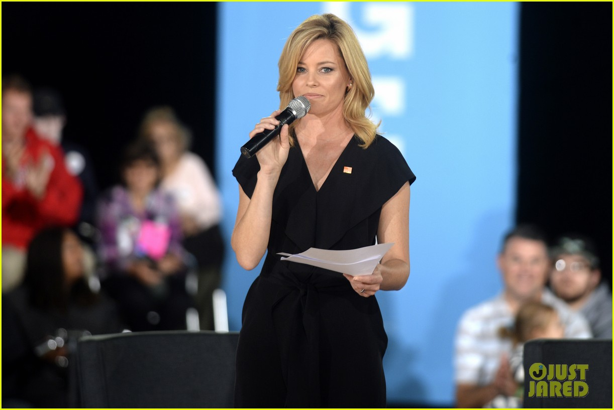 elizabeth banks chats with hillary clinton during roundtable discussion 013778737