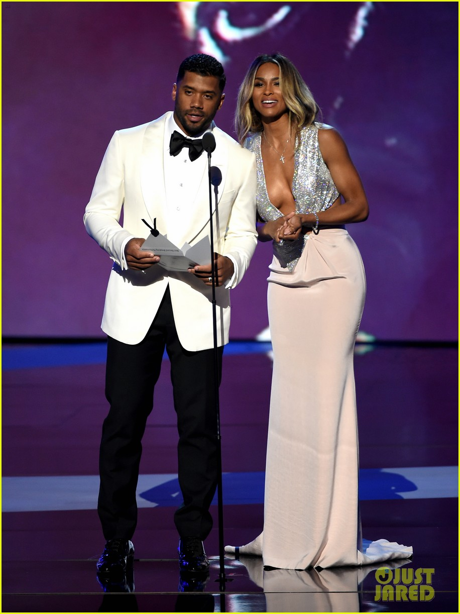 Ciara Confirms She S Pregnant Expecting With Russell