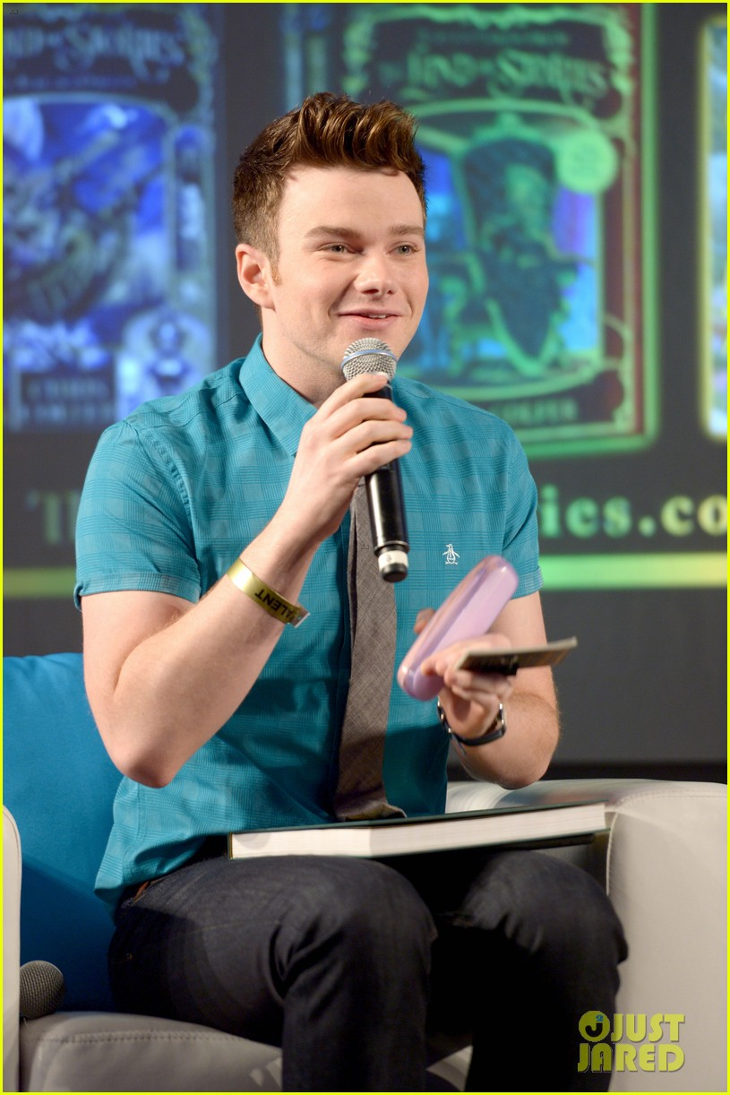 About Photo #: 3798182 Chris Colfer gets interviewed by Amanda Peet on stage at Entertainment Weekly's 2016 PopFest held at The Reef on Sunday (October 30) in Los Angeles. The 26-year-old… Read More Here