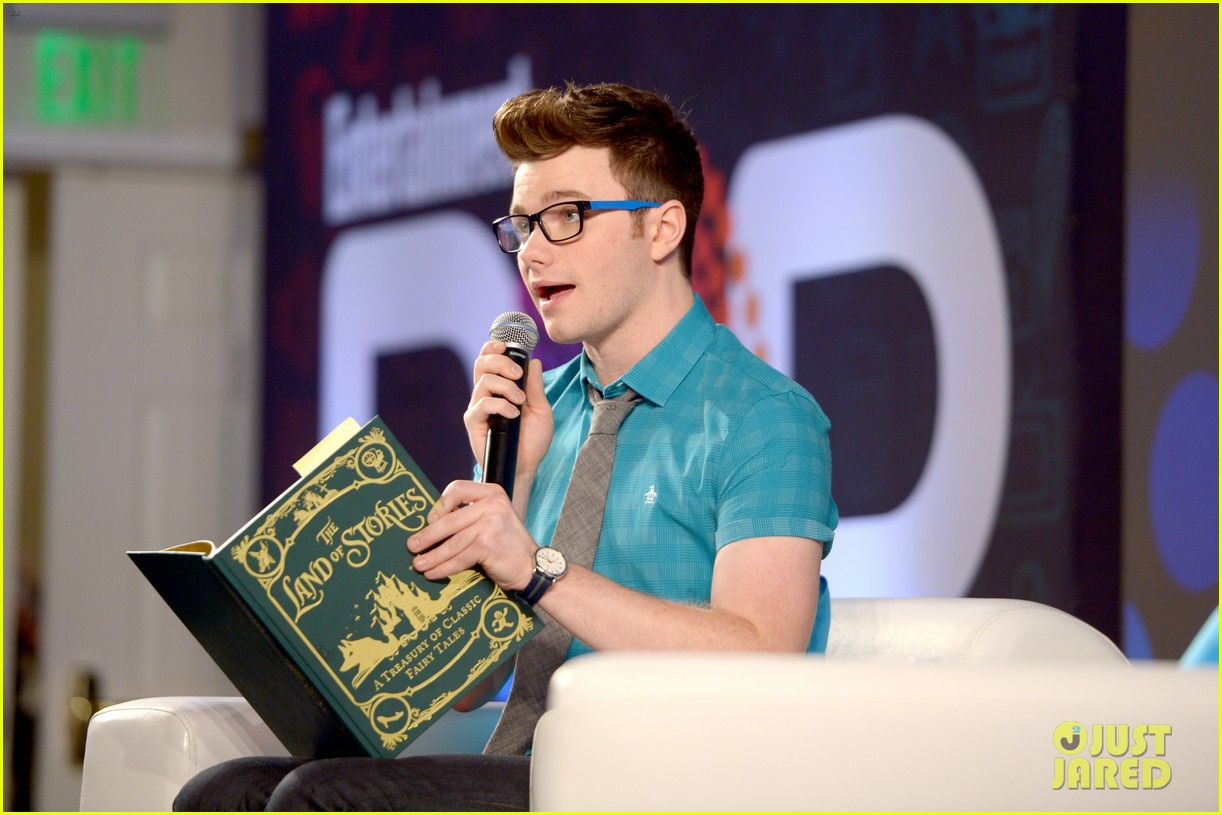 About Photo #: 3798184 Chris Colfer gets interviewed by Amanda Peet on stage at Entertainment Weekly's 2016 PopFest held at The Reef on Sunday (October 30) in Los Angeles. The 26-year-old… Read More Here