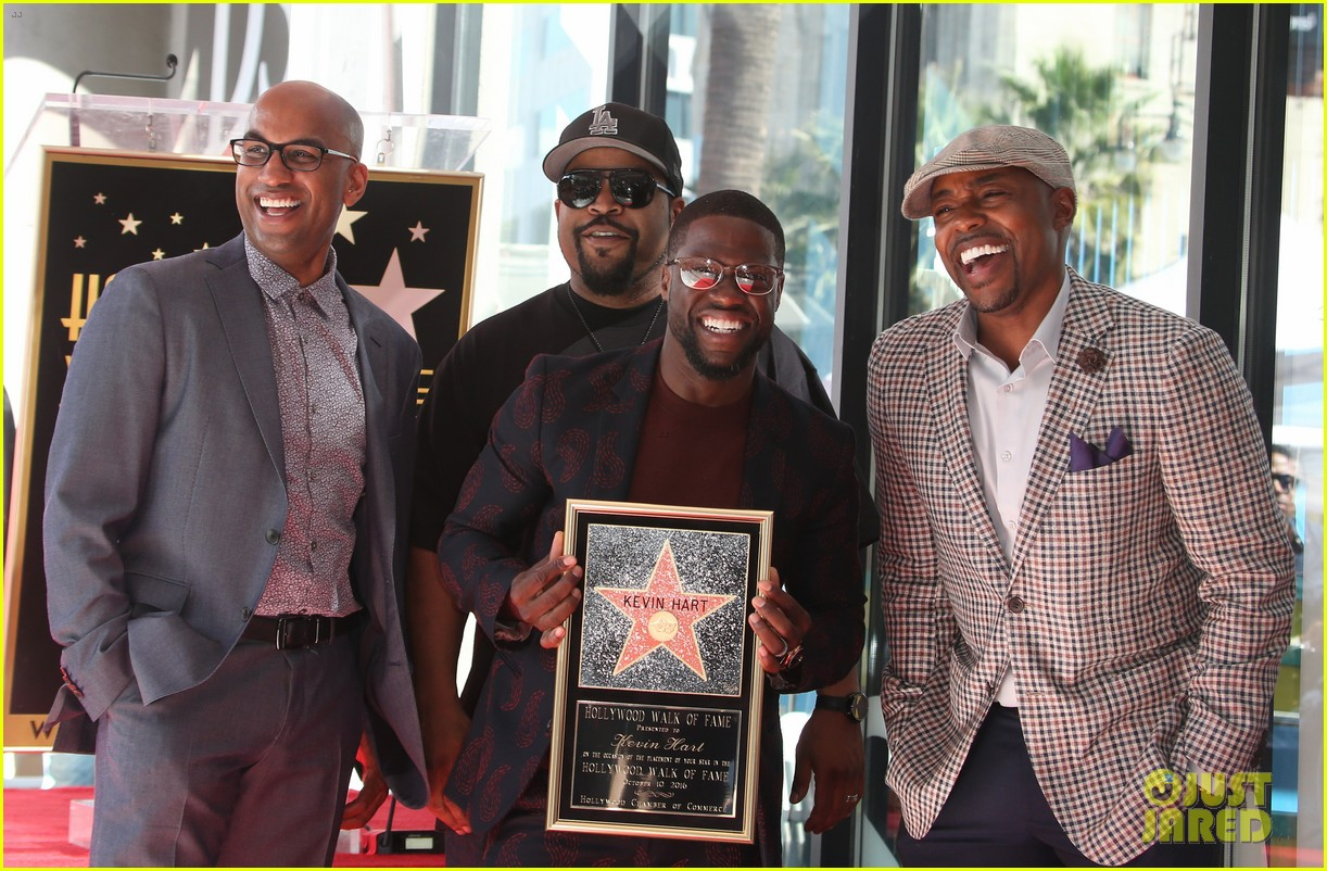 kevin hart gets support from family halle berry at walk of fame ceremony 293782695