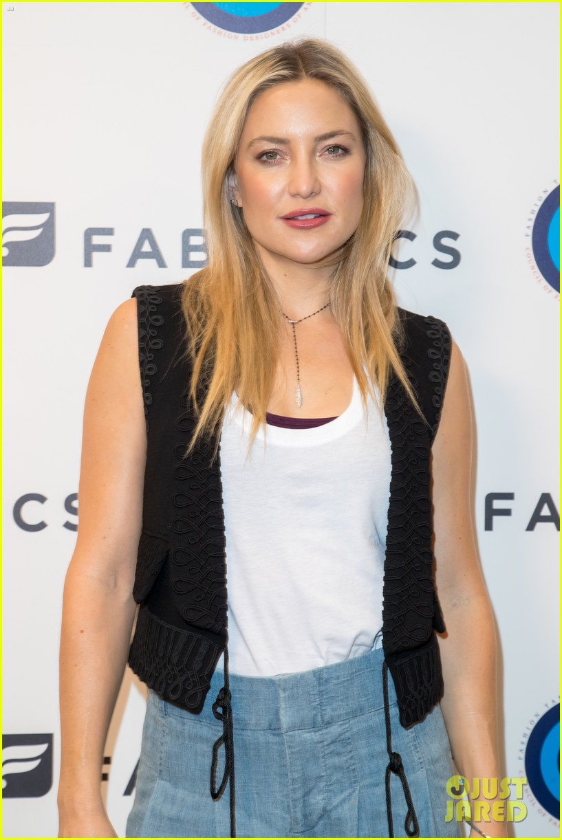 Kate Hudson Teams Fabletics Up With CFDA For Fashion Targets Breast ... Kate Hudson
