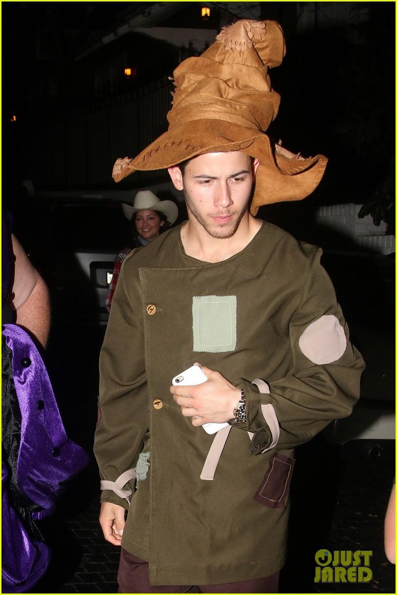 nick jonas scarecrow costume 2016 halloween 043797560