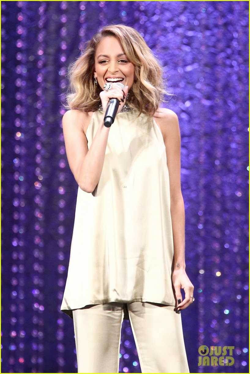 nicole richie hosts 2016 ema awards 033792131