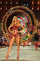 adriana lima alessandra ambrosio 2016 vs fashion show 12