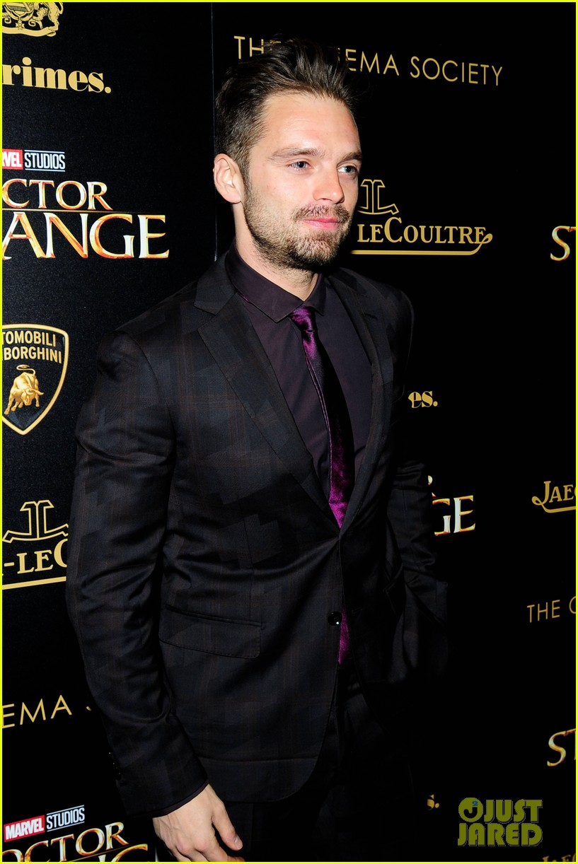 Full Sized Photo of gerard butler sebastian stan celebrate ... Gerard Butler 2016