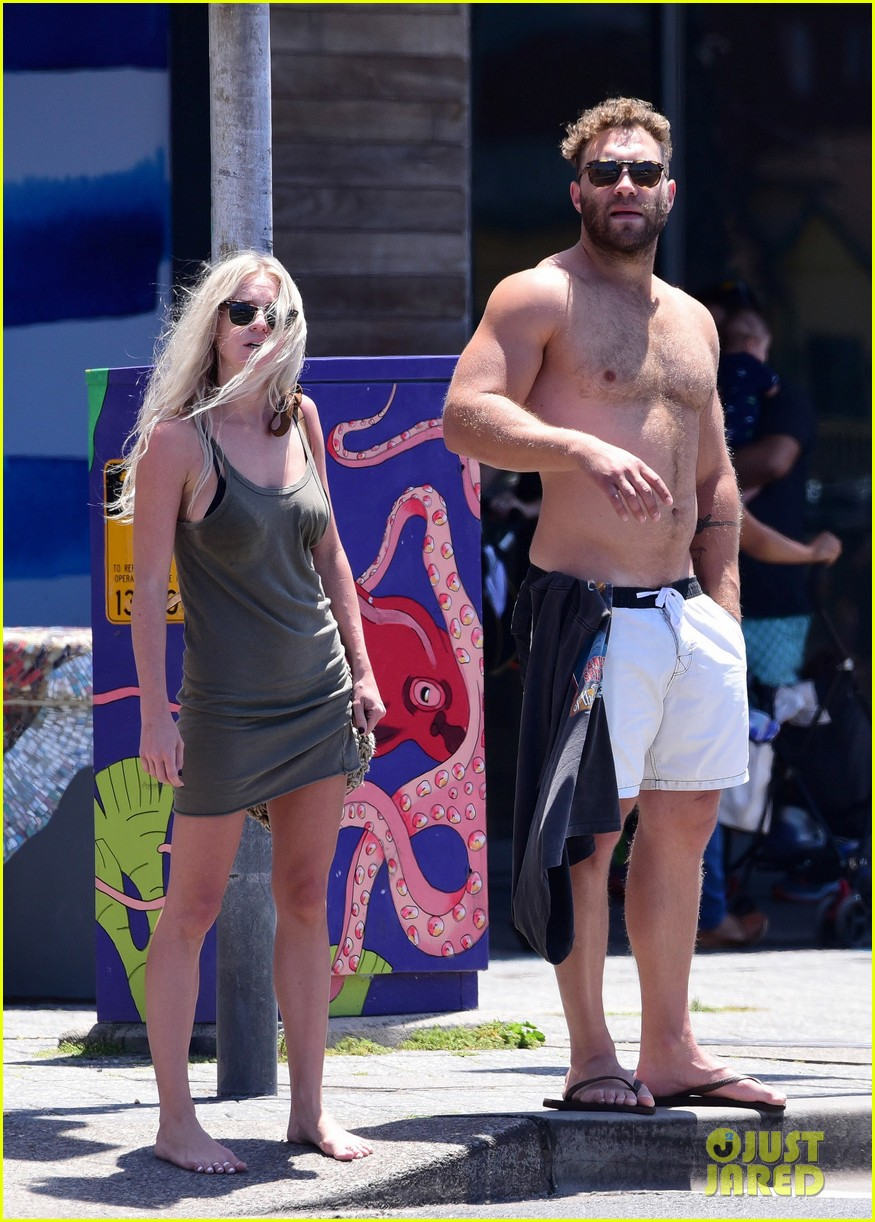 jai courtney looks so hot while shirtless with girlfriend mecki dent 113817491