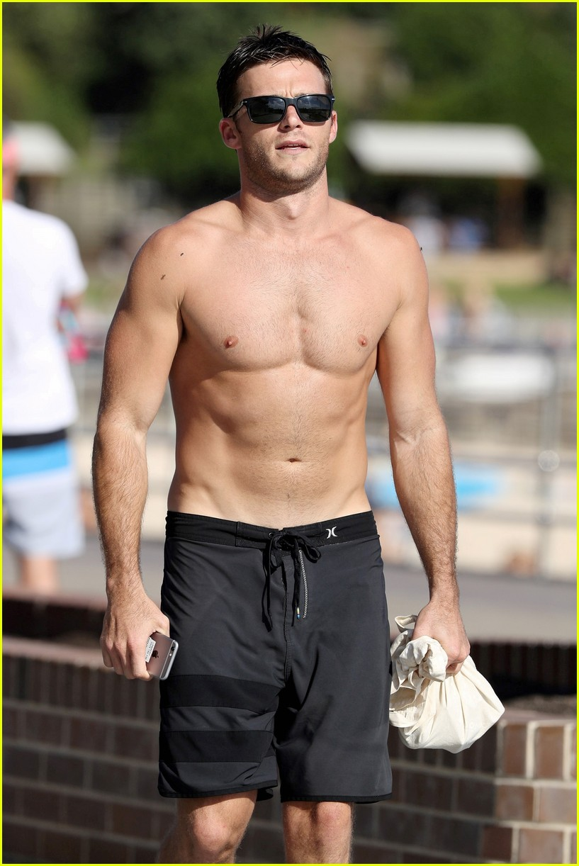 Scott Eastwood Bares His Buff Ripped Body On The Beach Photo 3805582 Scott Eastwood