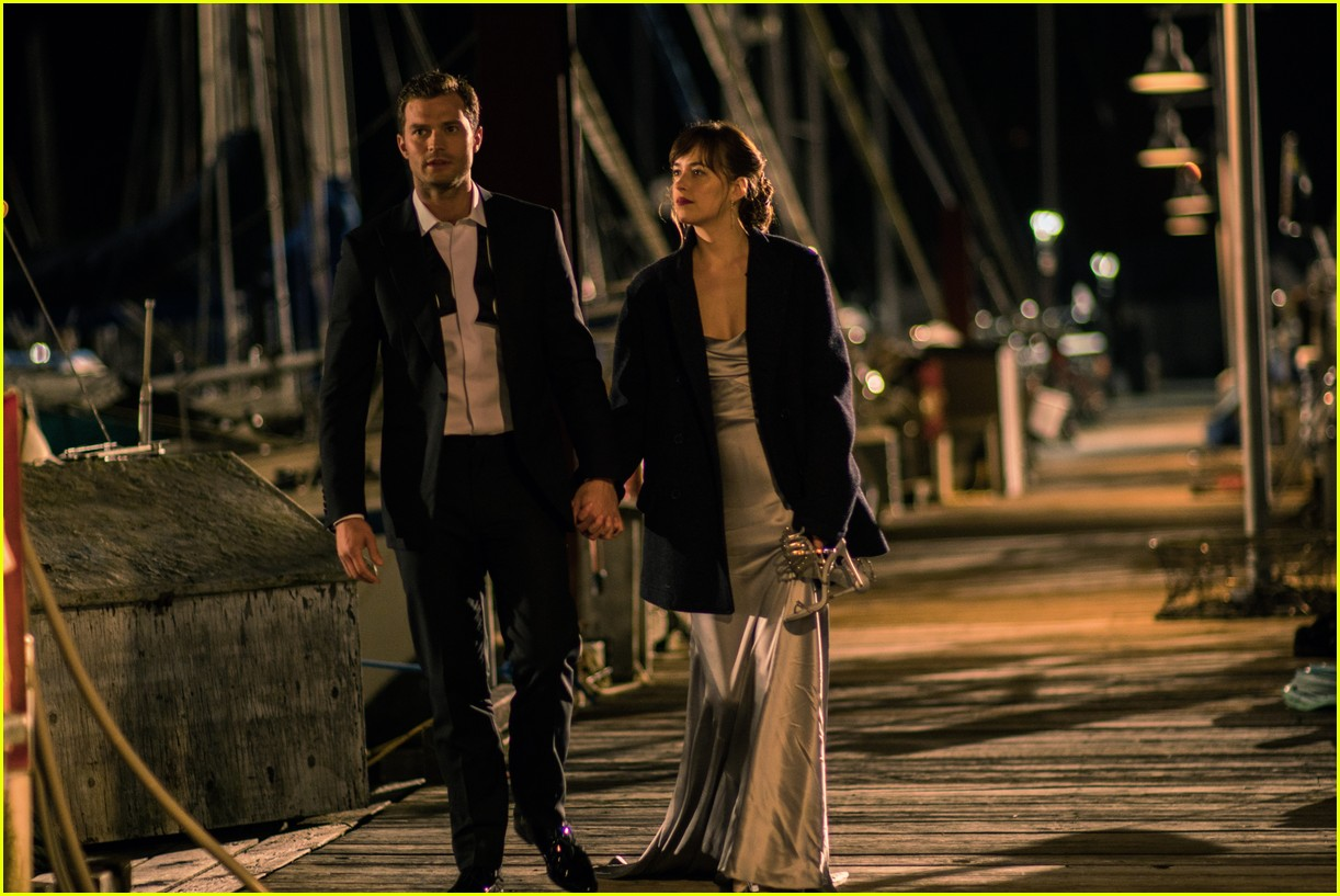 fifty shades darker r rating 023805548
