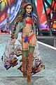 gigi bella hadid strut their stuff victorias secret fashion show 03