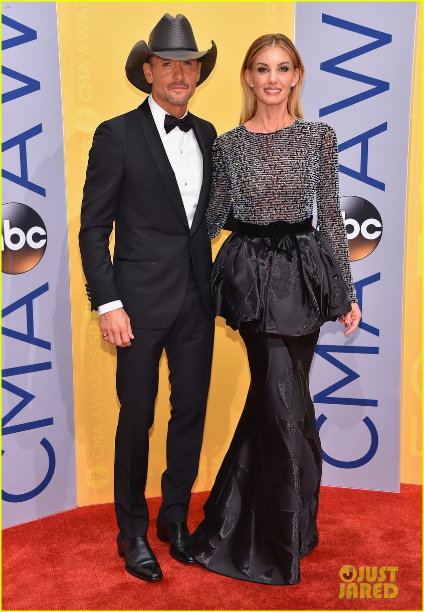 Faith Hill Tim Mcgraw Are A Picture Perfect Couple At