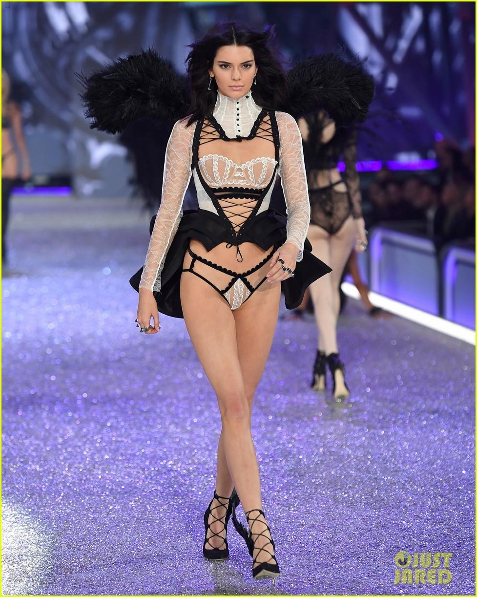 Kendall jenner slays the runway during victoria 39 s secret fashion show 2016 photo 3818290 - Mannequin victoria secret 2016 ...