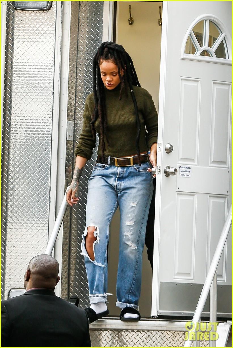 Full Sized Photo of ri... Rihanna Stay