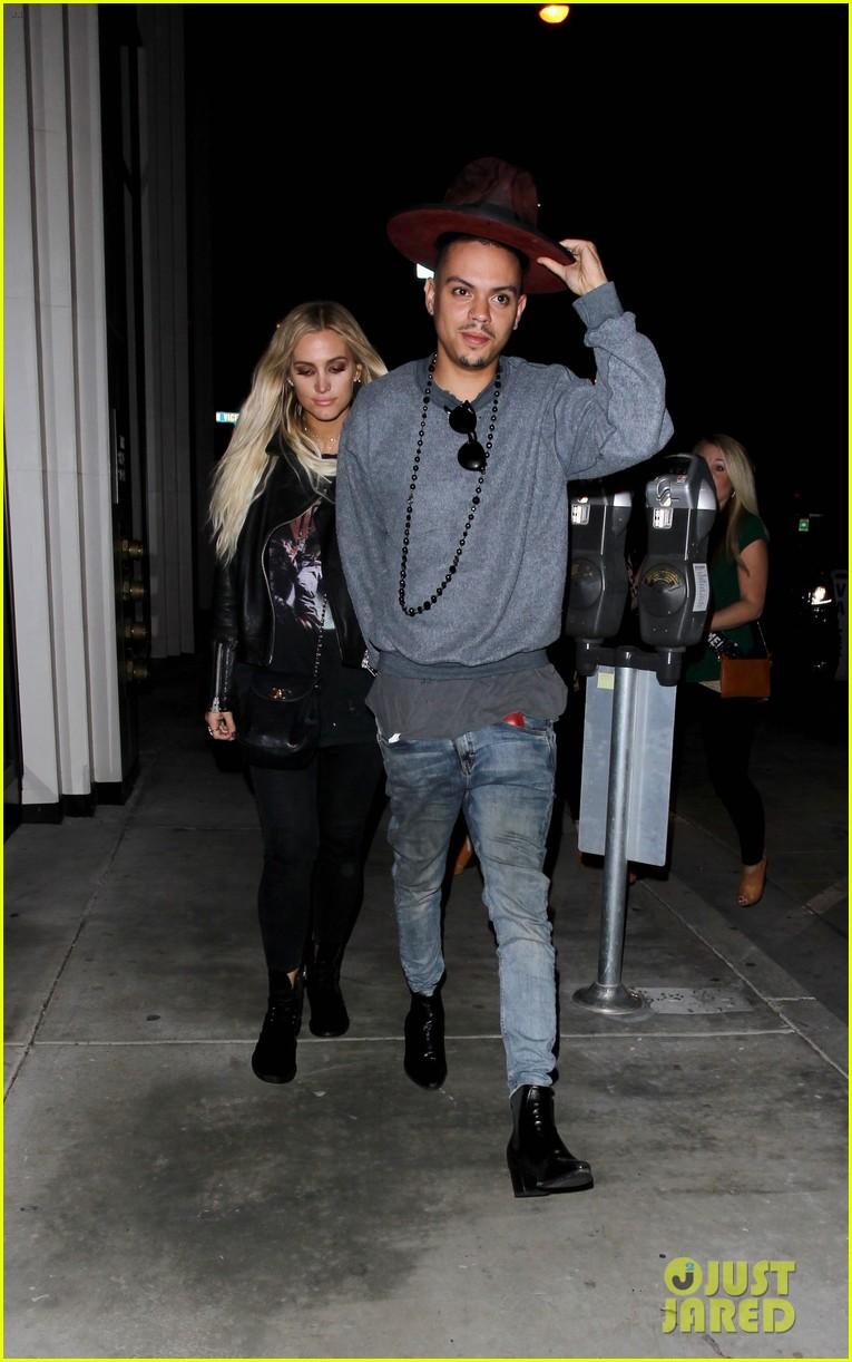 jessica ashlee simpson go on date nights with their guys 153802647