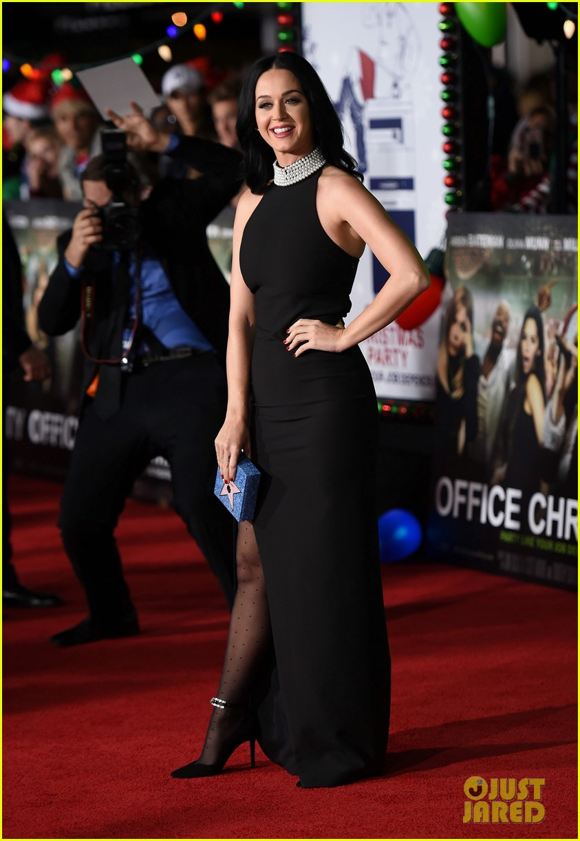 jennifer aniston is joined by katy perry at office christmas party premiere 023823517