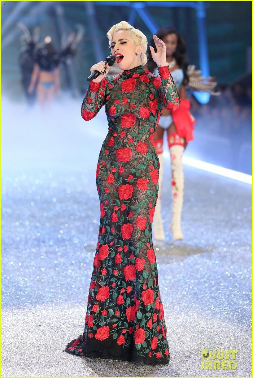 video  lady gaga performs  u0026 39 million reasons u0026 39   u0026 more at victoria u0026 39 s secret fashion show 2016