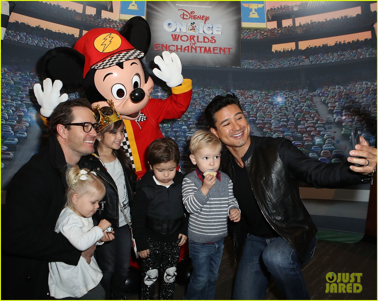 mark paul gosselaar mario lopez disney ice 053829950