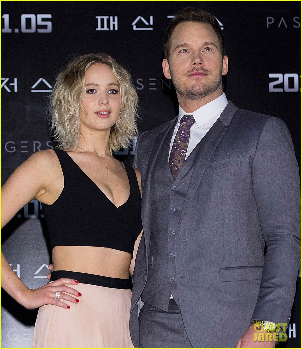 jennifer lawrence chris pratt had to be shushed a lot on set of passengers 013829358
