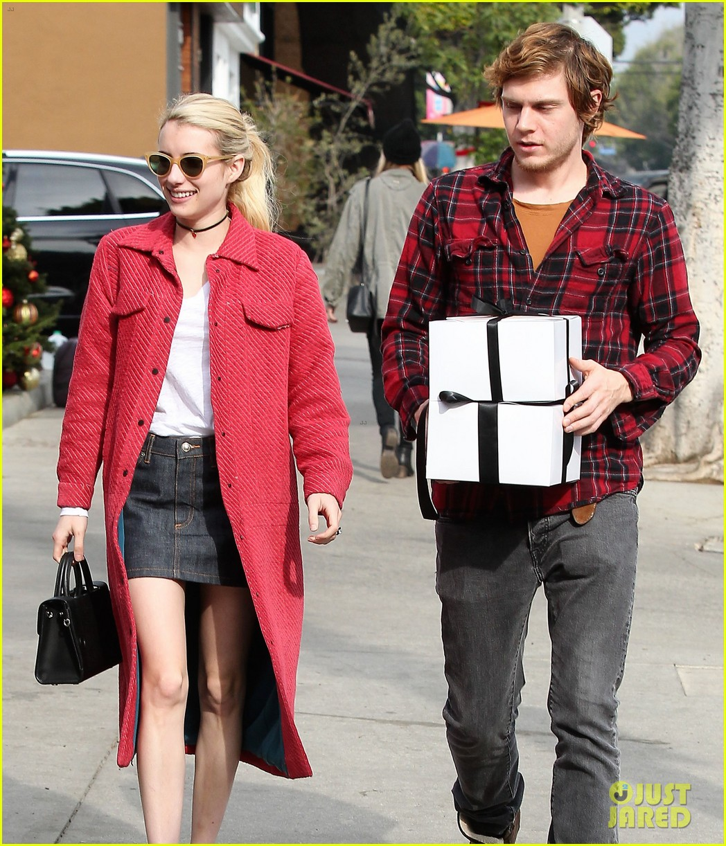 Emma Roberts Fiance Evan Peters Step Out To Mail Their Holiday