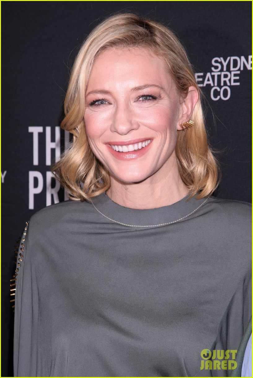 cate blanchett makes broadway debut with the present 073840179