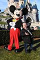 tom hardy buddys up with mickey mouse at disneyland paris season of the force 26