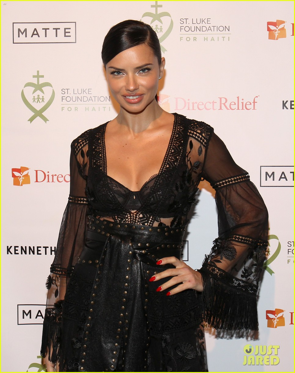 adriana lima positive message to young girls just embrace yourself 113841140