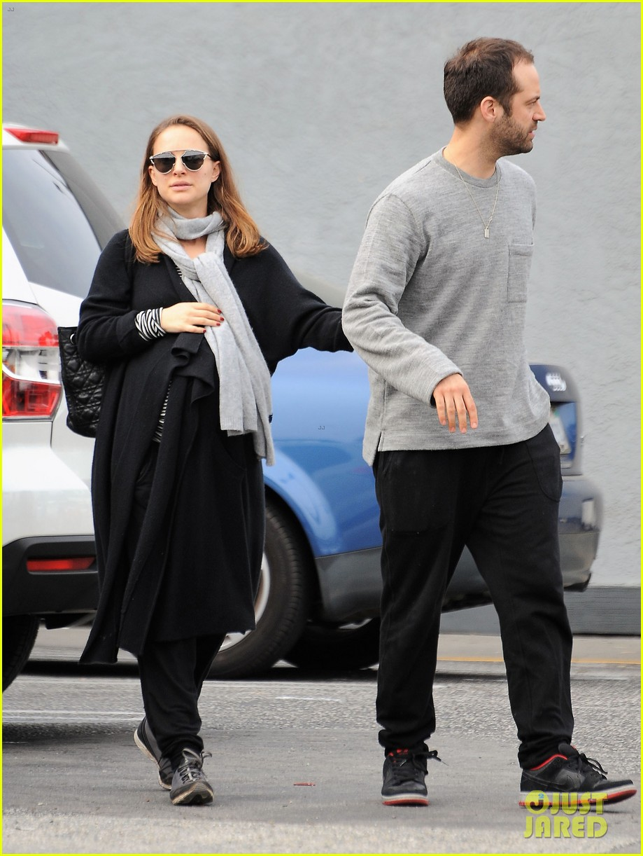 natalie portman wishes her fans a happy new year 073836210