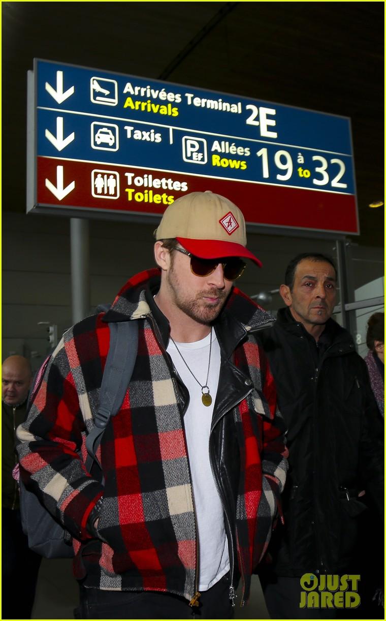 emma stone ryan gosling arrive in paris 113840510