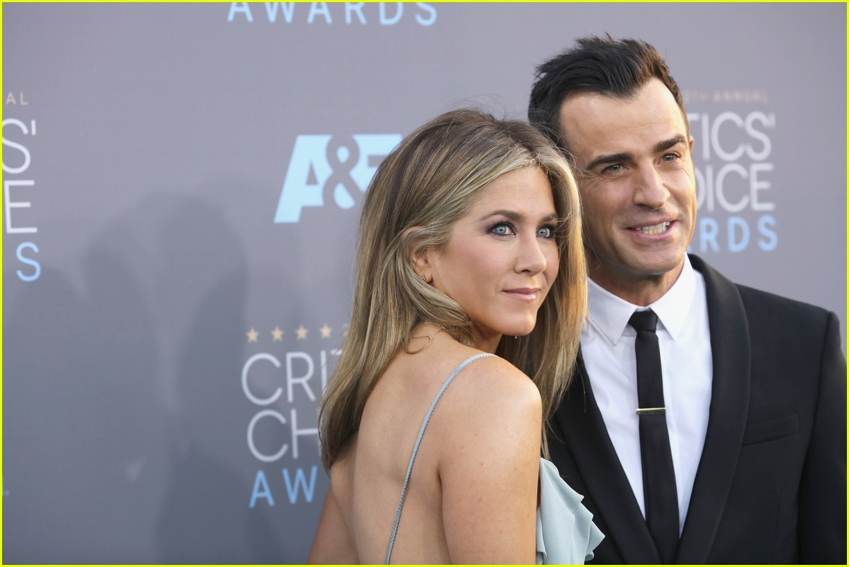 justin theroux left golden globes early for sweet reason 063840486