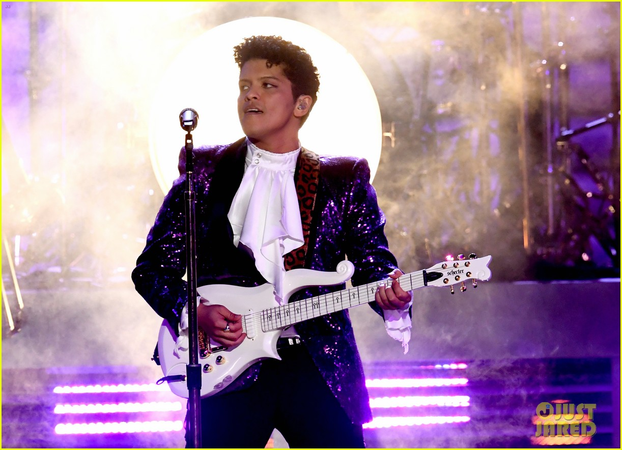 Bruno Mars Pays Tribute To Prince At Grammys 2017
