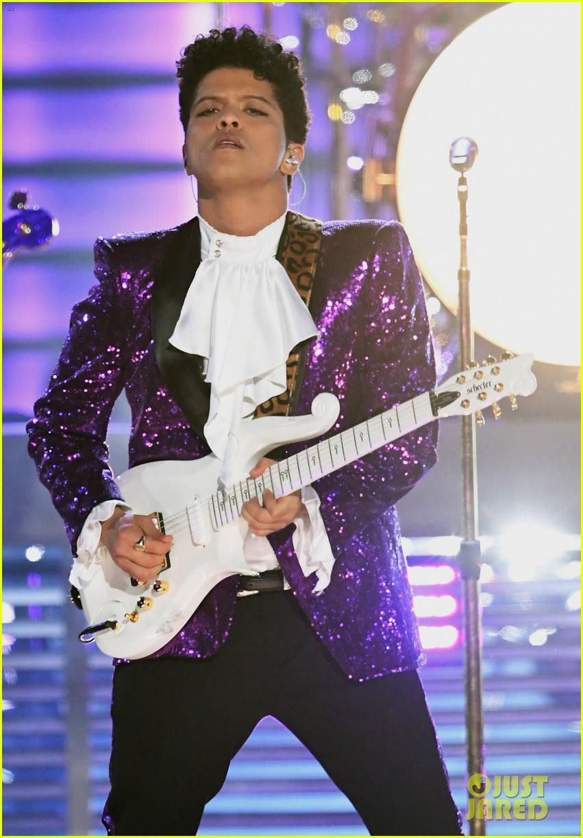 bruno mars prince tribute grammys 2017 033858650