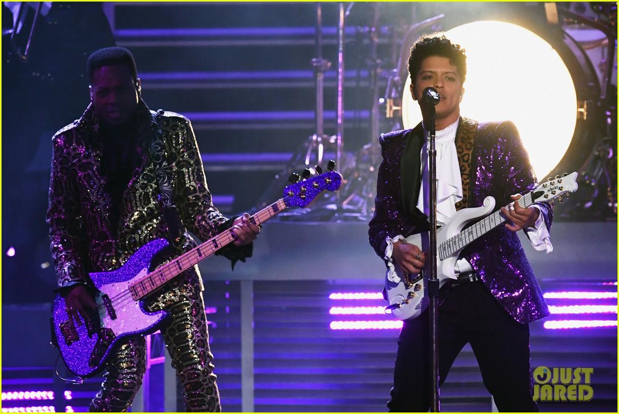 bruno mars prince tribute grammys 2017 053858652