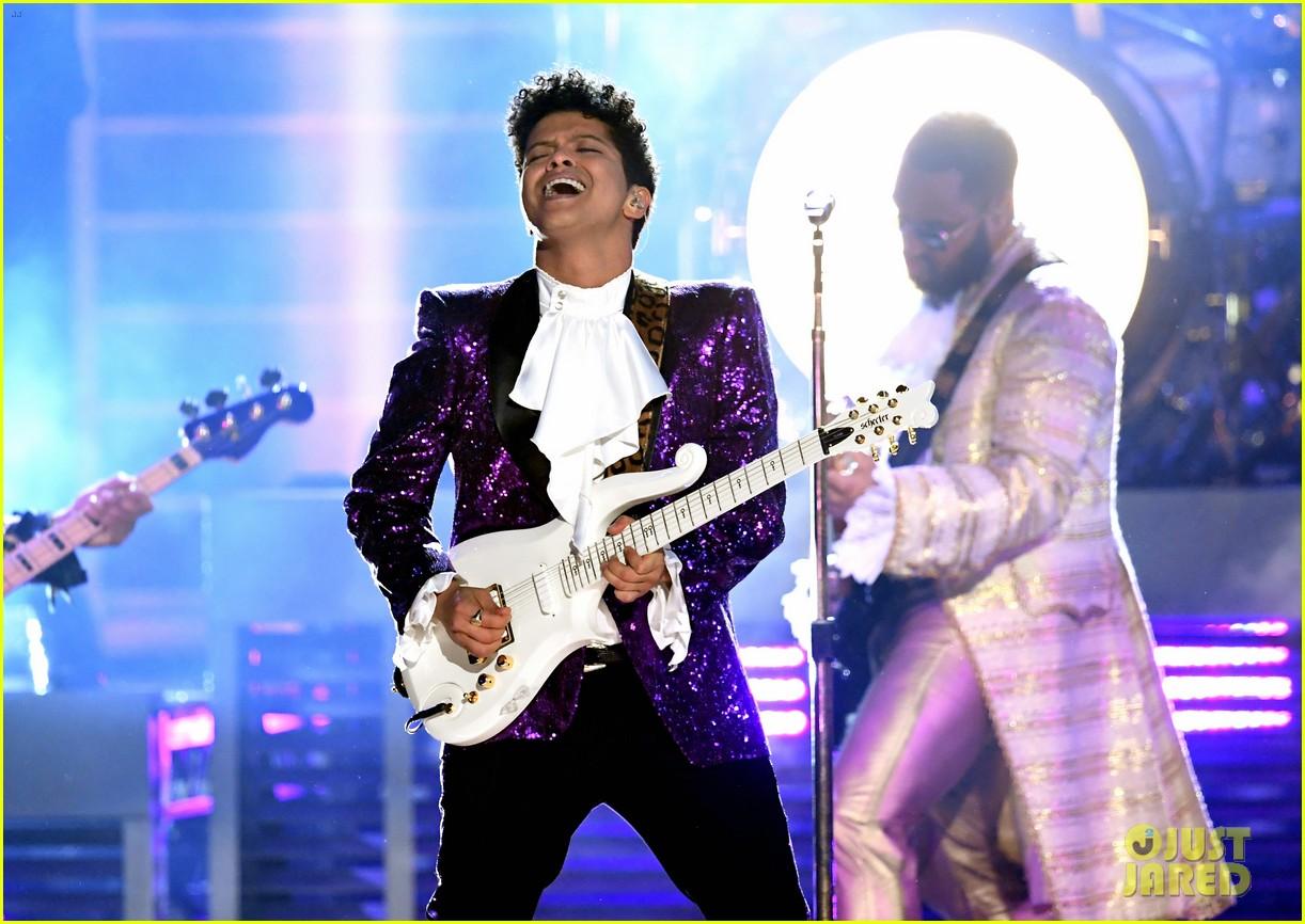 bruno mars prince tribute grammys 2017 153858662