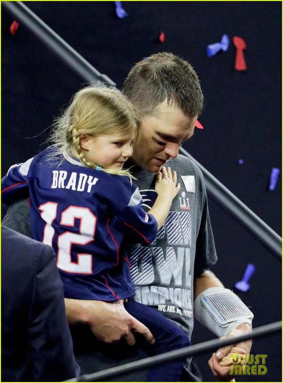 Gisele Bundchen & Kids Celebrate Tom Brady s Super Bowl Win on