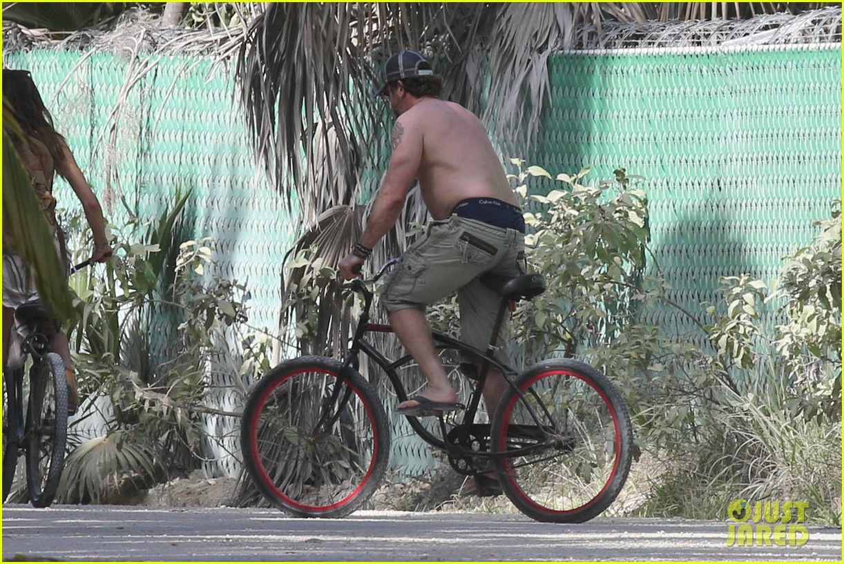 gerard butler puts tattoos on display in cancun with morgan brown 073863430