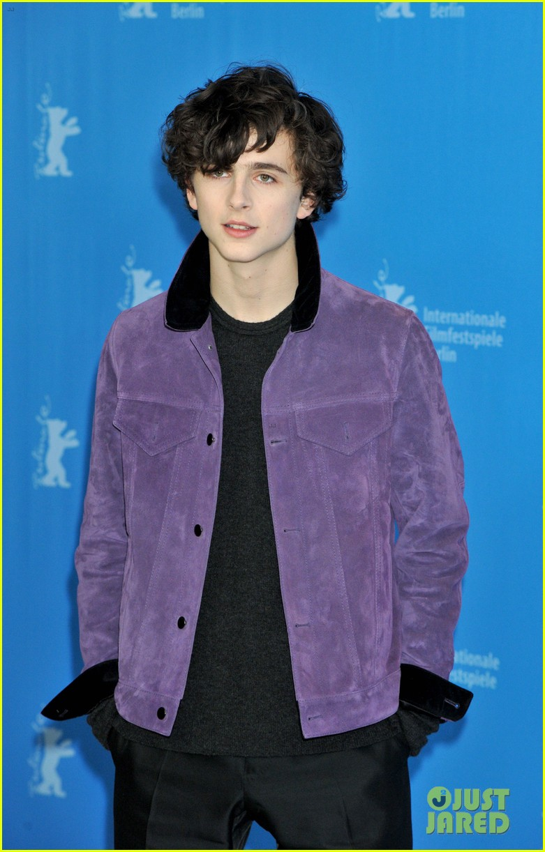 http://cdn03.cdn.justjared.com/wp-content/uploads/2017/02/hammer-newclip3/watch-armie-hammer-and-timothee-chalamet-in-new-call-me-by-your-name-clip2-17.jpg