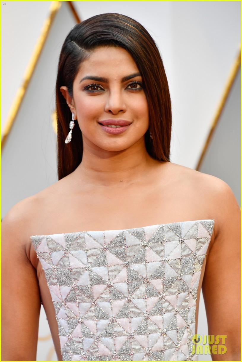 Priyanka Chopra & Laura Dern Are Oscars 2017 Beauties ...