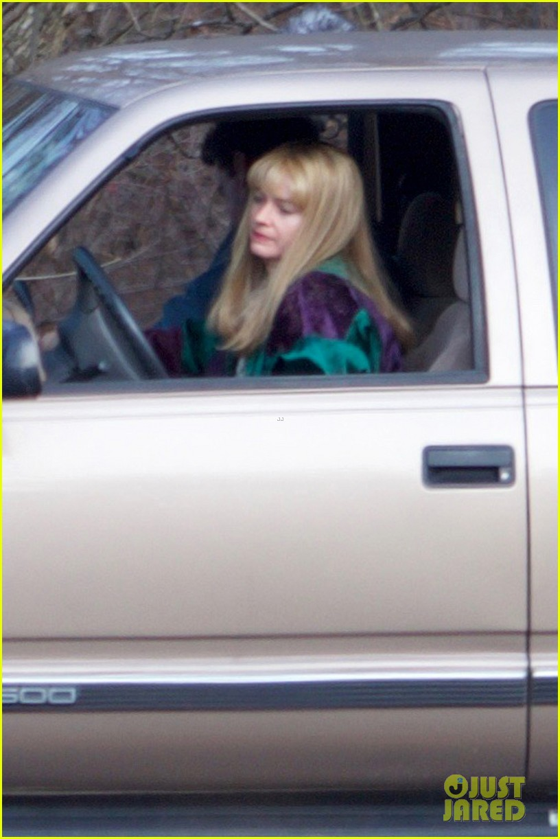 margot robbie gets into character filming i tonya 04