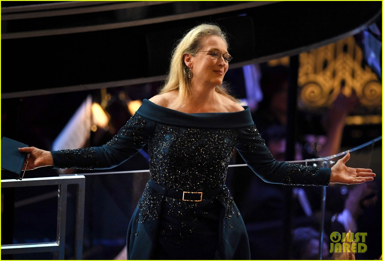 Meryl Streep Gets Standing Ovation at Oscars 2017, Jimmy ...