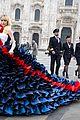 suki waterhouse models eye popping dress for british airways in italy 04