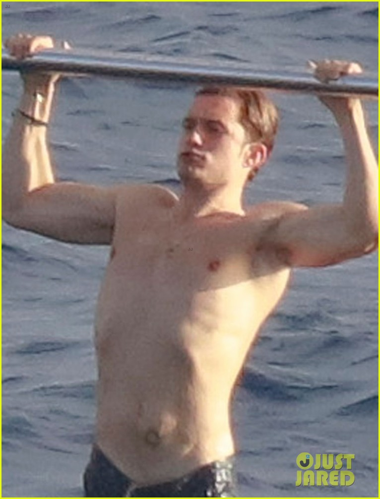 orlando bloom goes paddle boarding but keeps his shorts on 043876673